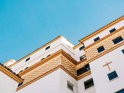 甘蔗没有两头甜,房子也一样,配套全—房价高;价格低—位置偏,所以买房要给自己定好位,适合自己最重要